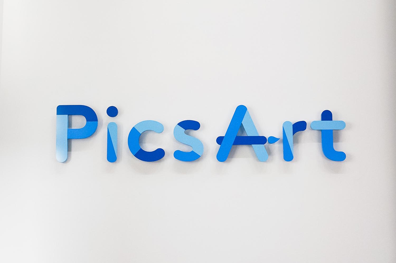 PicsArt Sign