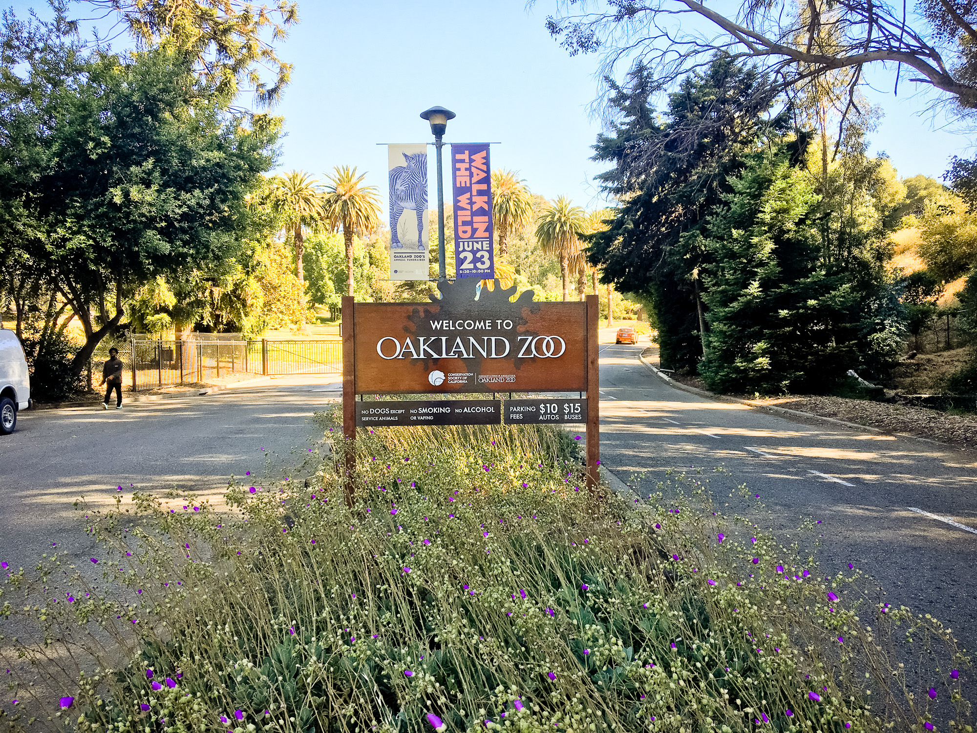 Oakland zoo outdoor national park style wood sign with anti graffiti coating