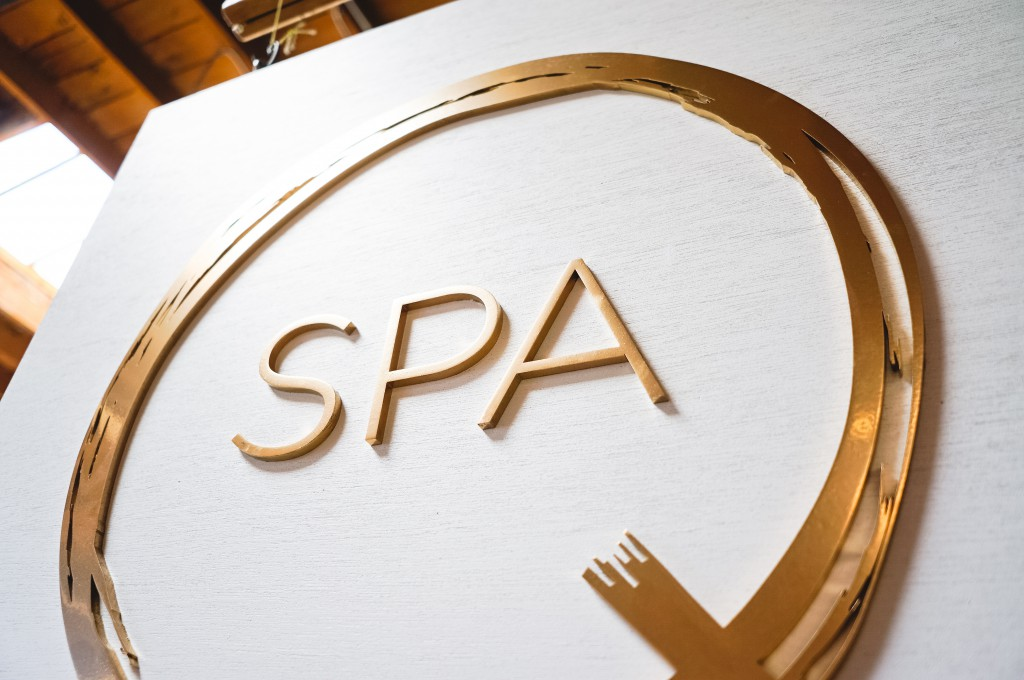 Q Spa Sign