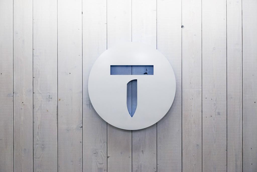 Thumbtack tack logo