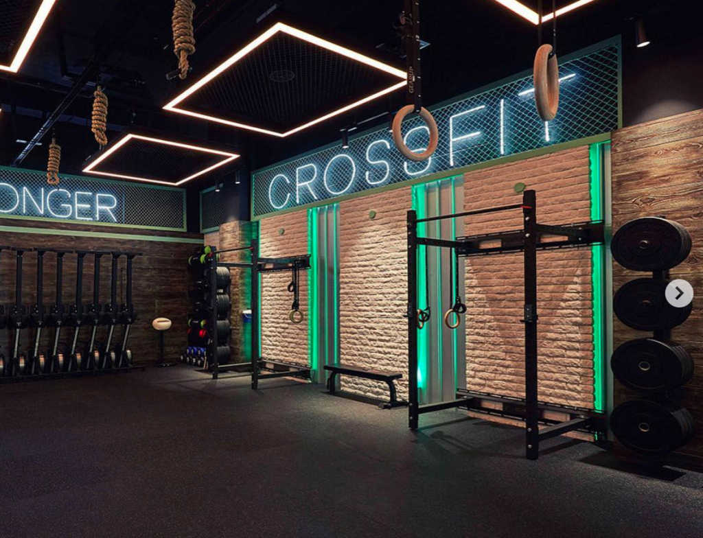Neon, industrial-style Crossfit sign on cage at the T23 gym in Qatar. (Photo: T23)