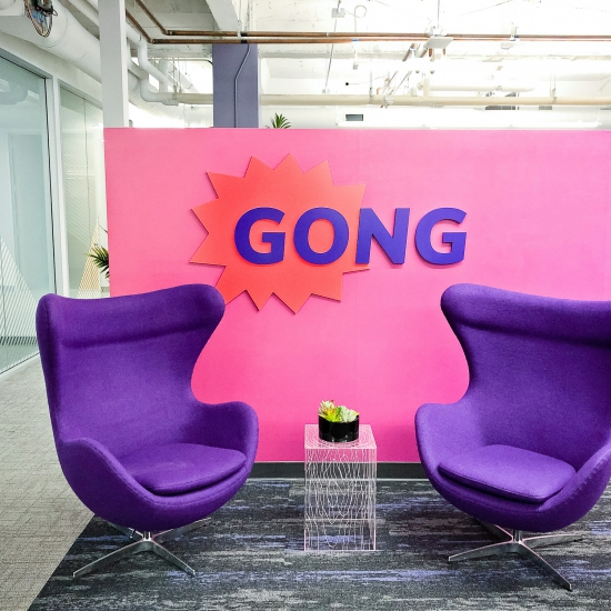 Gong, Lobby Sign