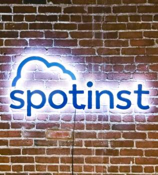 Spotinst Illuminated Sign