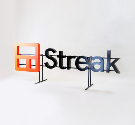 Streak, Entrance Sign