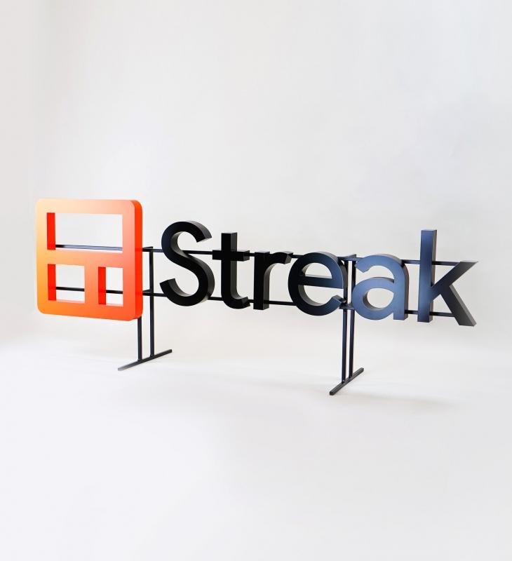 Streak, Entrance Sign