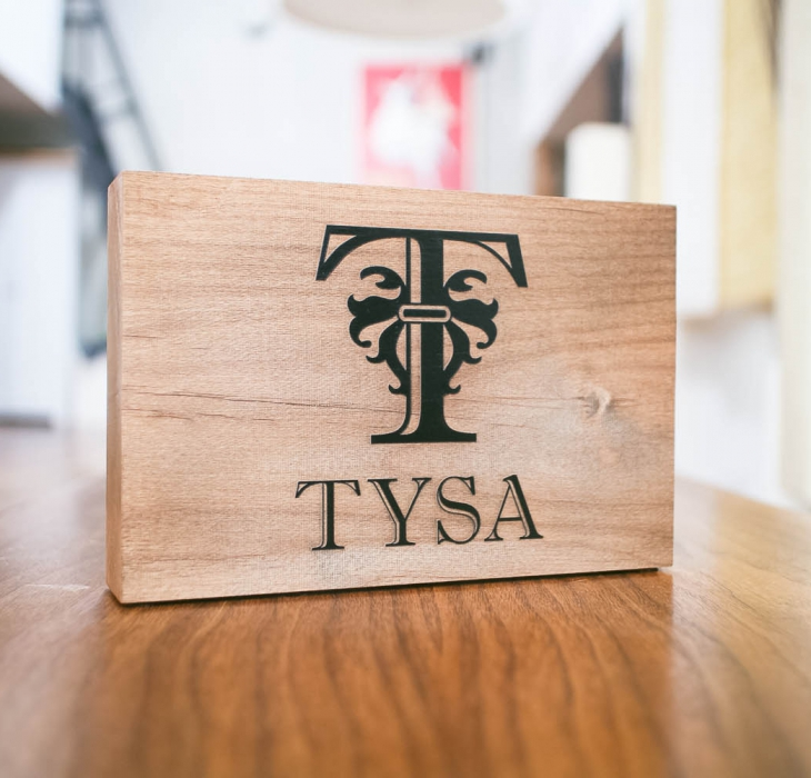 Tysa, Tabletop Sign